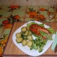 Жареный стейк из форели с молодой картошкой и брокколи от дяди Чили