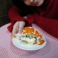 Салат слоеный курица с грибами и грецкими орехами