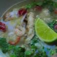 Традиционная Кхмерская кухня. Суп с курицей и креветками.