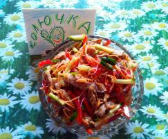 Салат с фунчозой и свининой